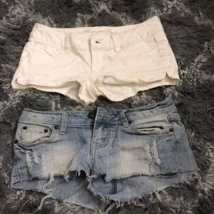 2 PAIRS OF LOW RISE CHEEKY SHORTS